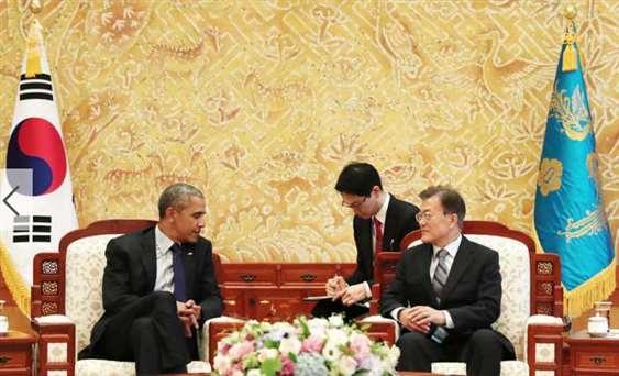 7月3日美国前总统奥巴马会见韩国总统文在寅身后旗帜不是美国国旗,有