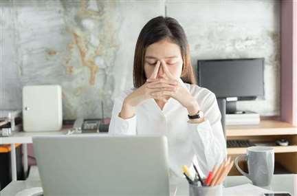 该转职吗?遇到恶主管坏同事,可是公司前景不差,如何决定是否换工作?